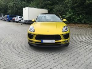 Porsche Macan Vollverklebung 3M Satin Bitter Yellow vfv werbetechnik - 1