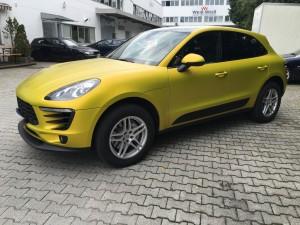Porsche Macan Vollverklebung 3M Satin Bitter Yellow vfv werbetechnik - 9